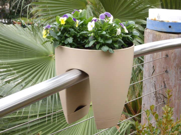 Greenbo designer railing planter noveltystreet - Planters to hang on railing ...