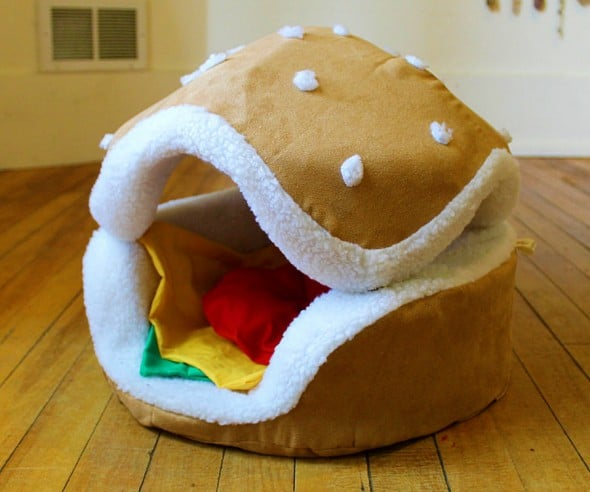Keep your pet comfortable inside a hamburger.