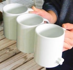 Carry more coffee with interlinking mugs.