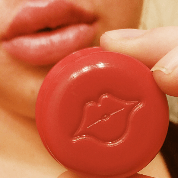 Get full and plump lips in an instant.