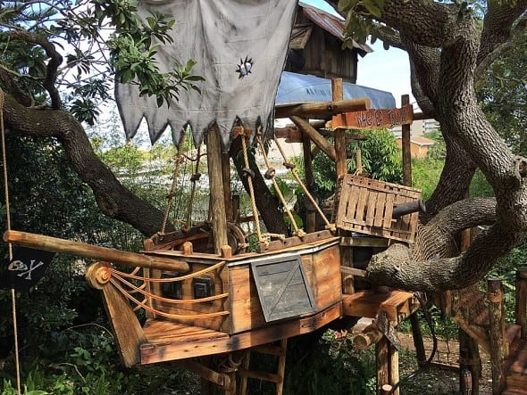 Treehouse pirate ship for the young and adventurous.