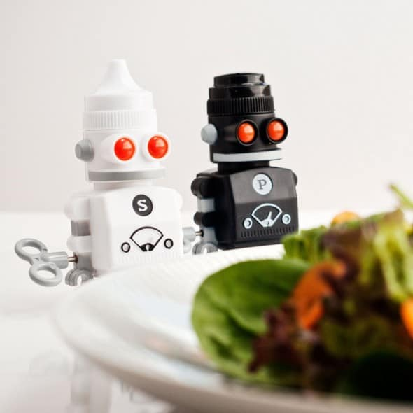 Salt-and-Pepper-Bots-Wind-Up Retro Robot Shakers