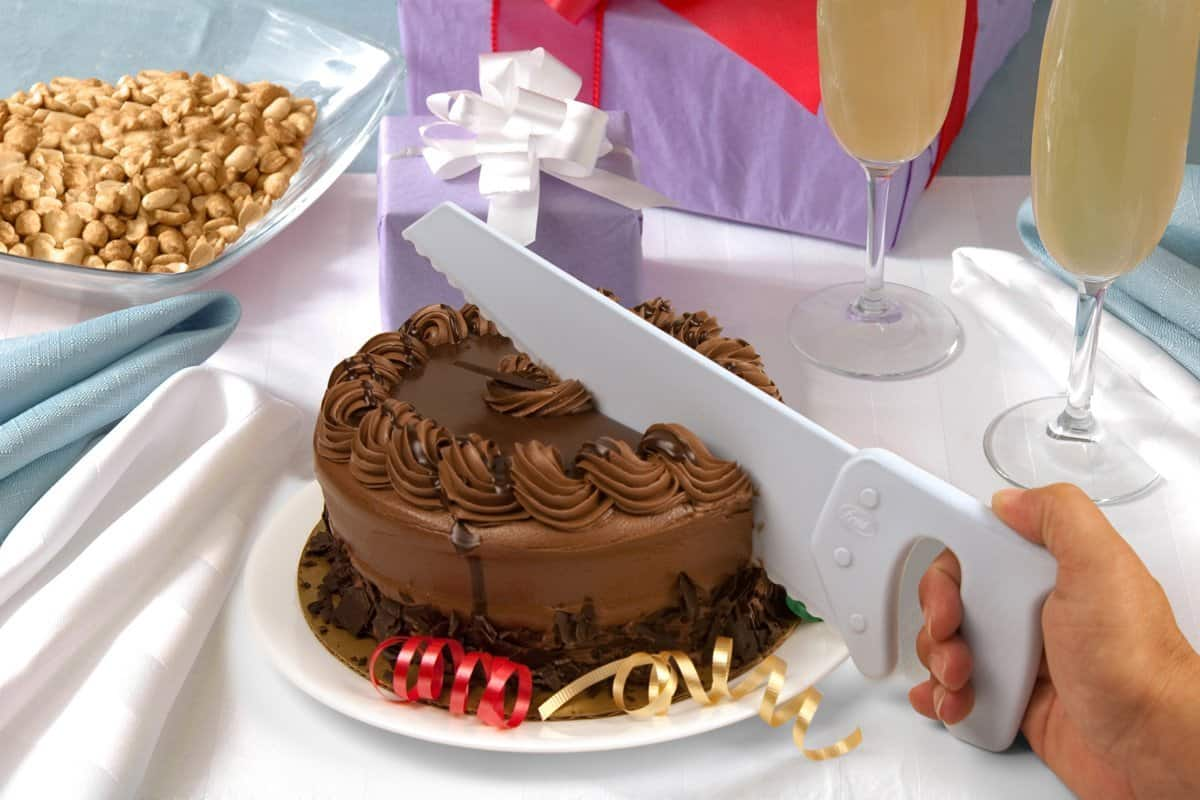 The big and toothy cake slicer.