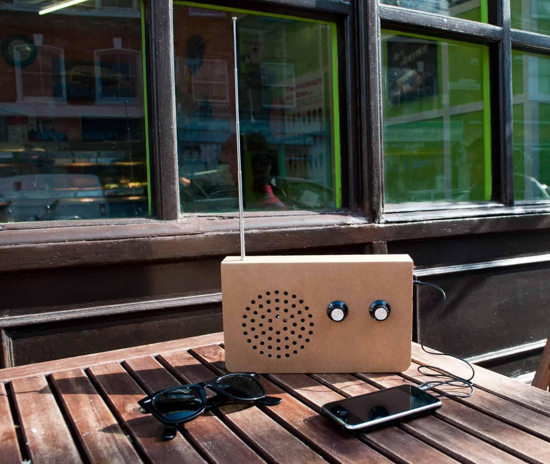 SUCK UK Cardboard Radio Alfresco
