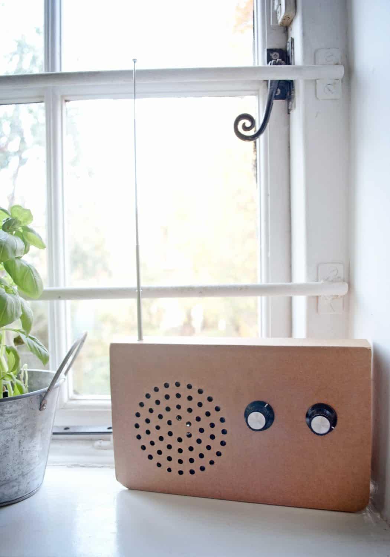 SUCK UK Cardboard Radio Country Music