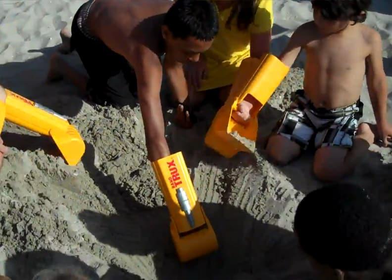 Handtrux Backhoe Boys Digging on sand