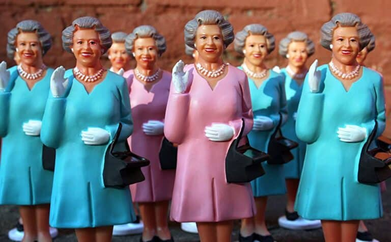 Kikkerland Solar Queen of England Funny English Gift Idea