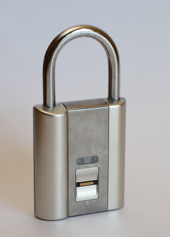 iFingerLock Fingerprint Biometric Padlock Share College Locker with Friends