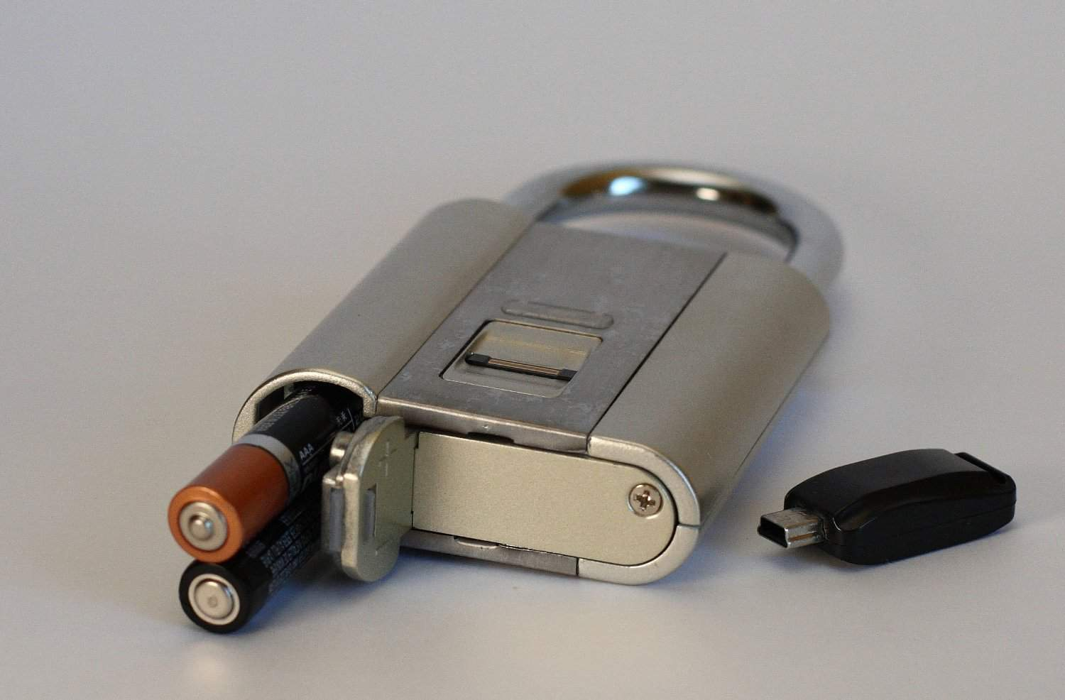 iFingerLock Fingerprint Biometric Padlock Triple A Batteries