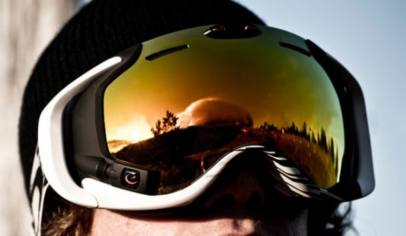 Oakley-Airwave-GPS-Goggles-Buy-Smart-Snowboaring-Accessory