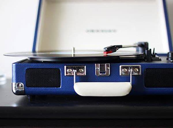 Superior vinyl sound quality that you can take with you.