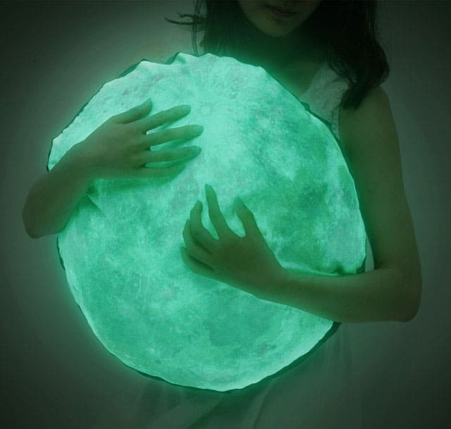 i3Lab-Moonlight-Hug-Cushion-Glowing-Pillow