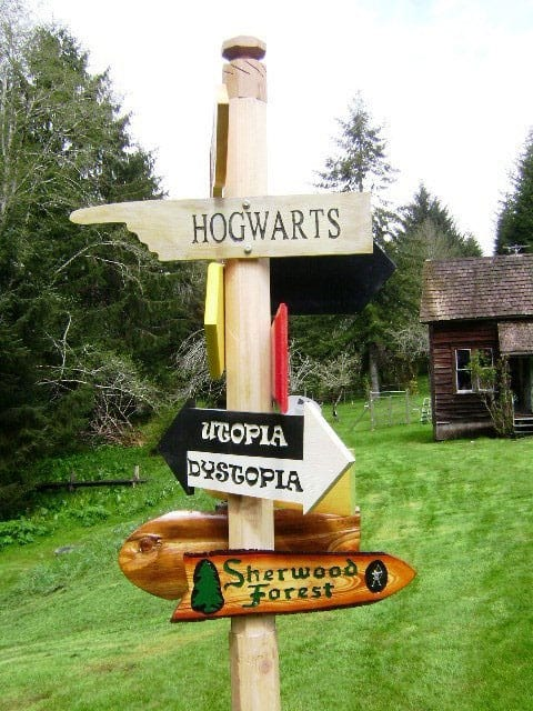 Solitude Valley Fantasy Movie Sign Set to Hogwarts