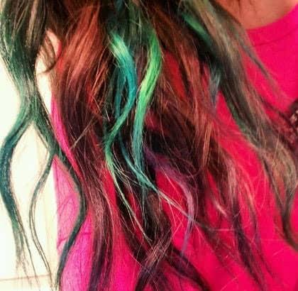 Sharee Boutique Temporary Colored Hair Chalk Green and Red