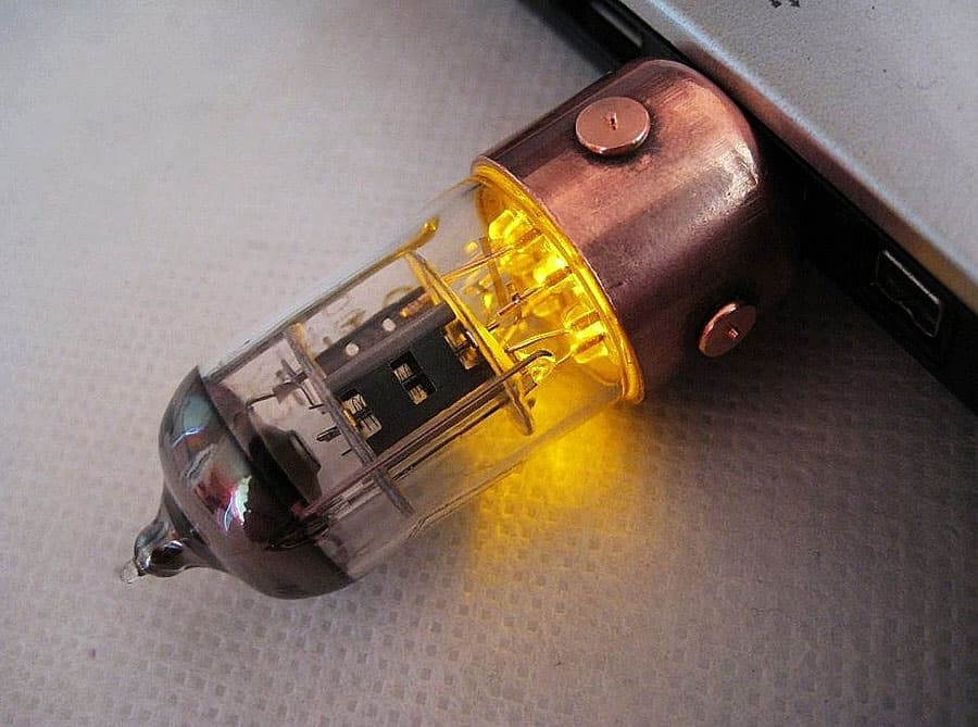 Pentode Radio Tube USB Steampunk