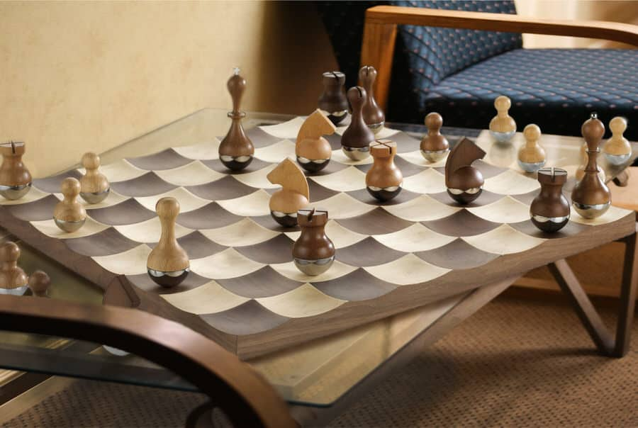 Umbra wobble chess set noveltystreet - Umbra chess set ...