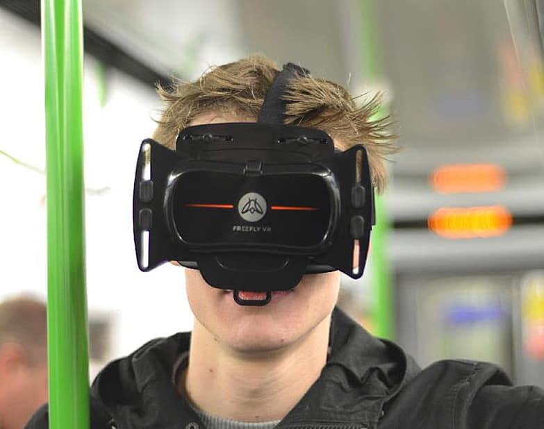 Freefly VR Virtual Reality Smartphone 3D Headset Inside the Train