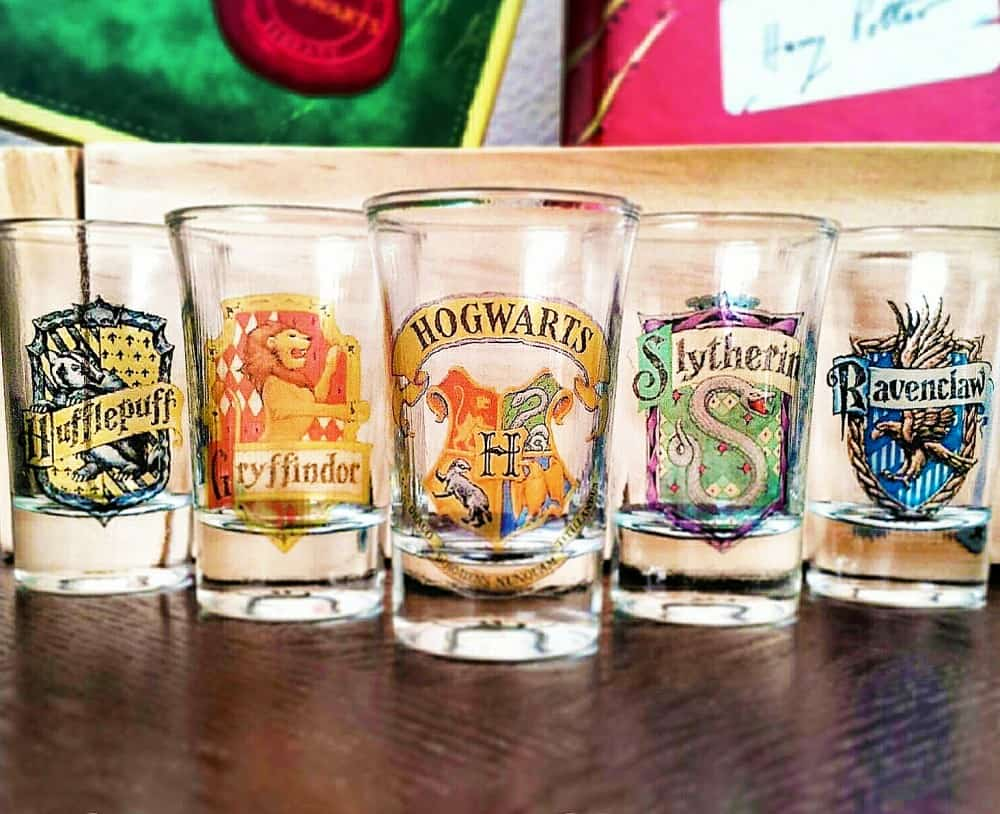 Boos tiny bits hogwart house shot glasses noveltystreet for Cool things to buy for your house