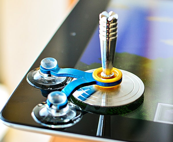 Play mobile games with a real responsive joystick.