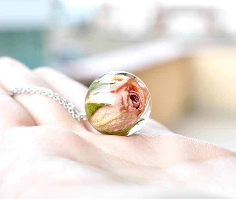 Resity Rosebud Resin Ball Necklace Flower Jewelry