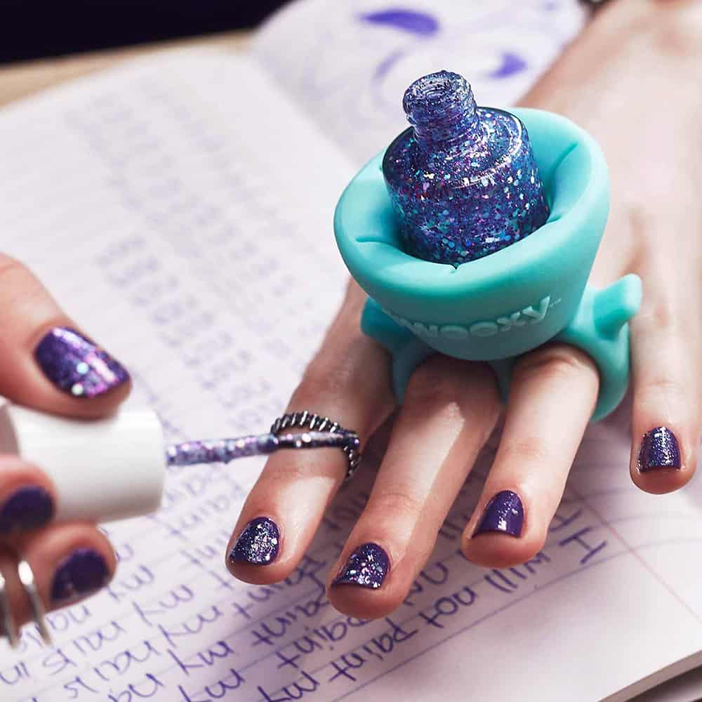 Keep your nail polished any time, anywhere.