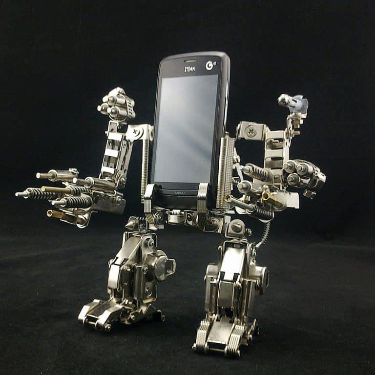 Mech World Metal Robot Cellphone Holder Nice Gadget