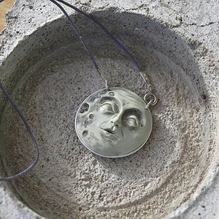 fanoulala-moon-face-necklace-made-from-coffee-capsule