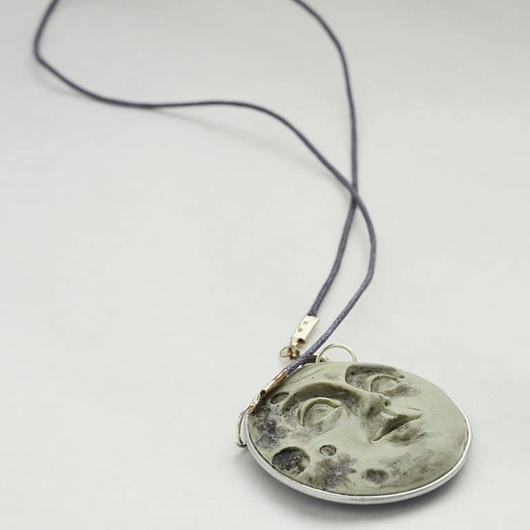 fanoulala-moon-face-necklace-womans-accessory