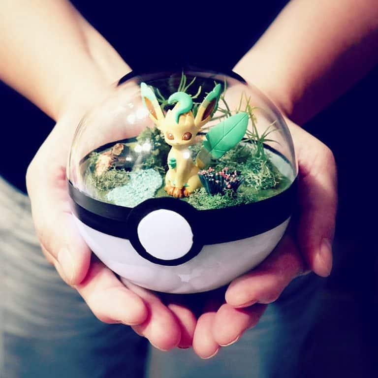 the-vintage-realm-poke-ball-terrarium-miniature-pokemon-figure