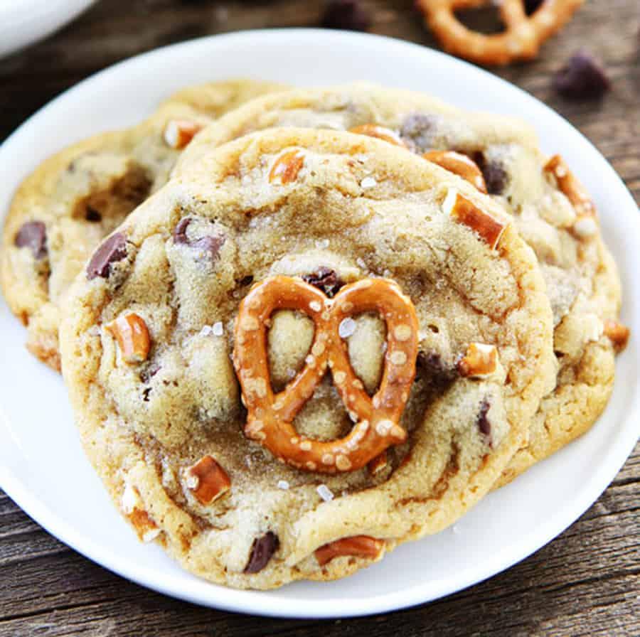 mason-munchies-salted-caramel-pretzel-chocolate-chip-cookies-biscuit