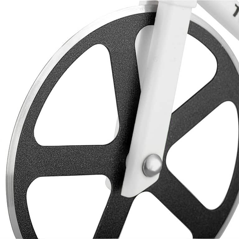 soho-kitchen-tour-de-pizza-bicycle-pizza-cutter-easy-to-clean