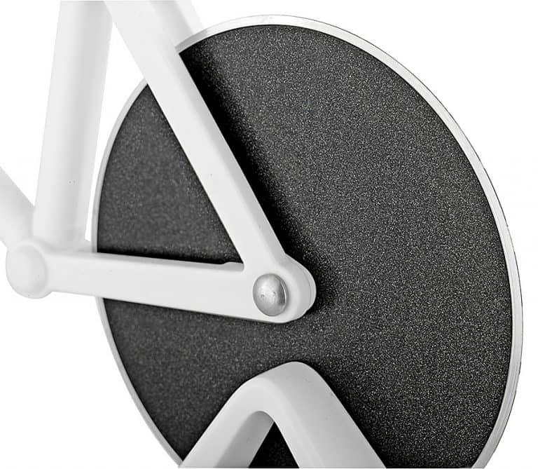 soho-kitchen-tour-de-pizza-bicycle-pizza-cutter-non-stick-edge