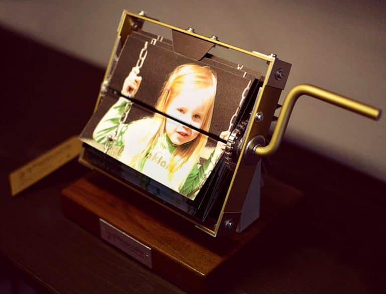 giphoscope-vero-analog-gif-player-handmade-machine