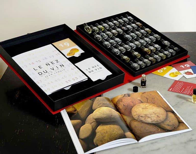 le-nez-du-vin-54-wine-aroma-master-kit-illustrative-book