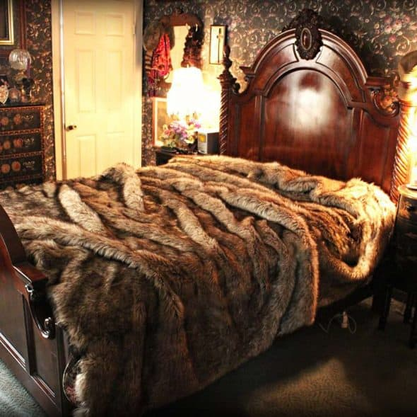 fur-accents-plush-luxury-faux-fur-bedding-premium-bedspread