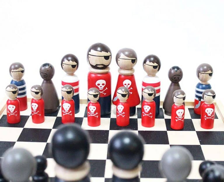 goosegrease-pirates-vs-ninjas-wooden-chess-set-novelty-toy