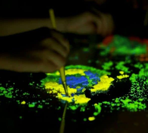 Crayola Glow Explosion Sand Hobby