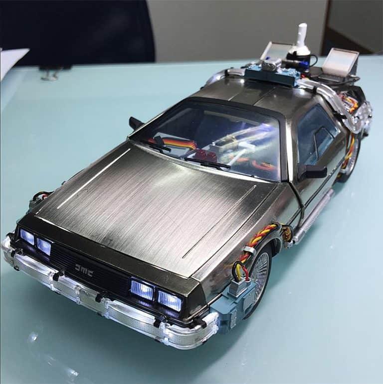 Kids Logic 120 Magnetic Floating DeLorean Time Machine Action Figure