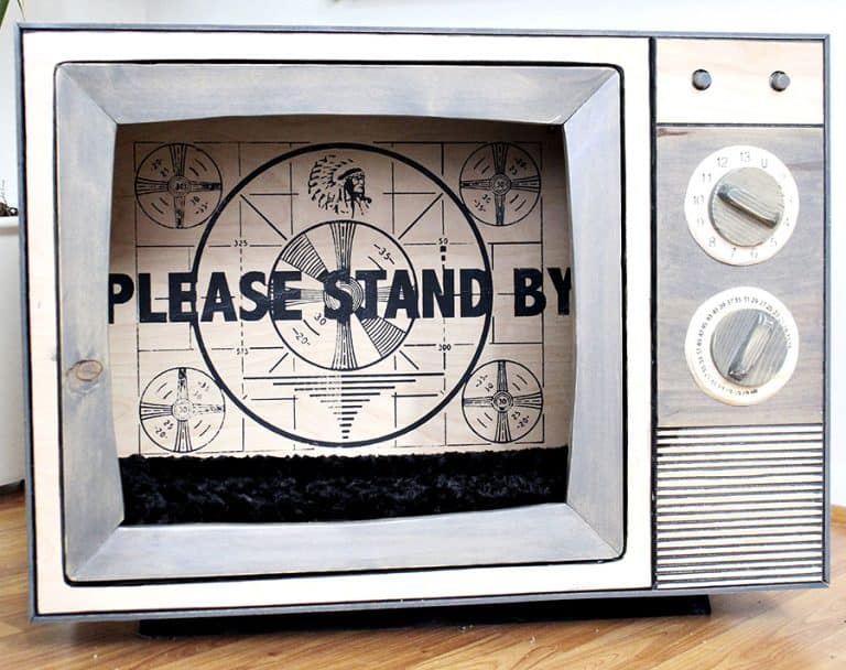 CatastrophiCreations Vintage TV Cat Bed Television