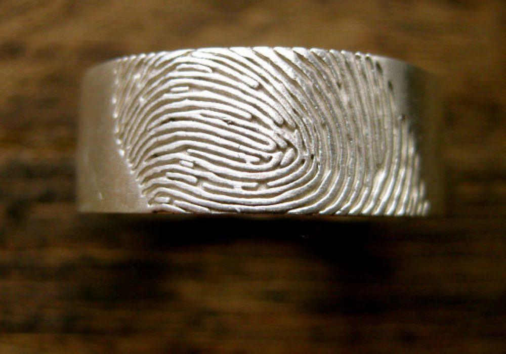 Adzias Atelier Wide Finger Print Wedding Ring Romantic