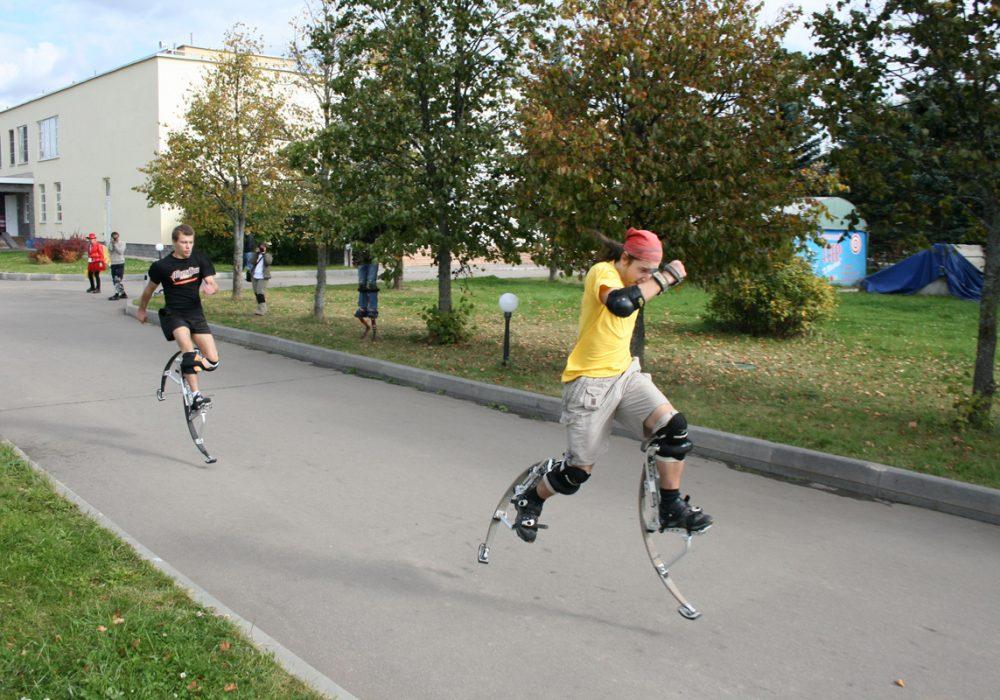 Air Trekker Jumping Stilts Guys Running with Bionic Legs