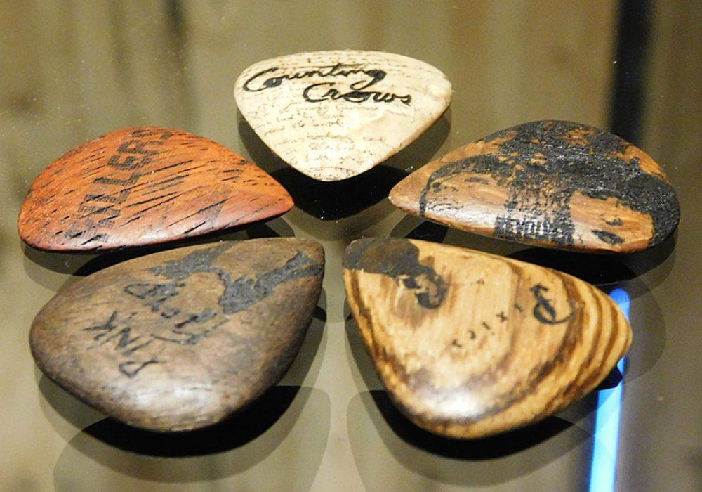 essential-music-wooden-guitar-pick-music-instrument