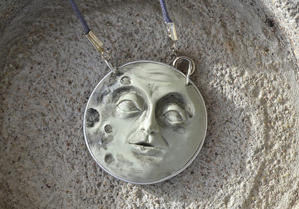 fanoulala-moon-face-necklace-jewelry-item