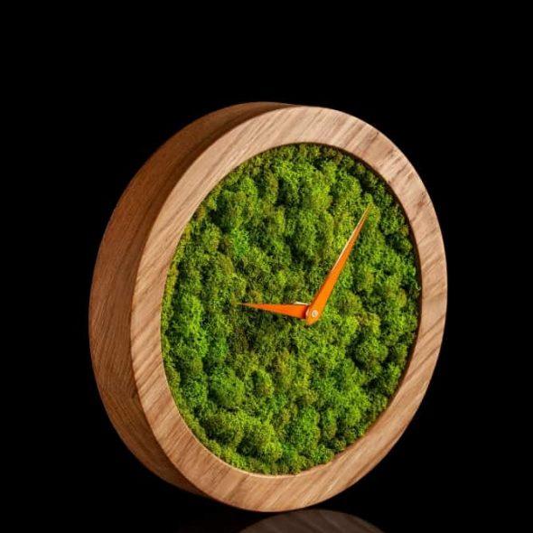 GiftvalleyDesign Reindeer Moss Wooden Clock