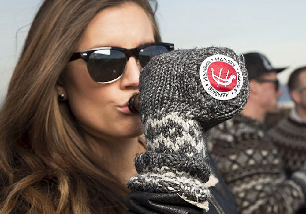 Hanskie Beer Holder Mitten Multi Purpose Glove