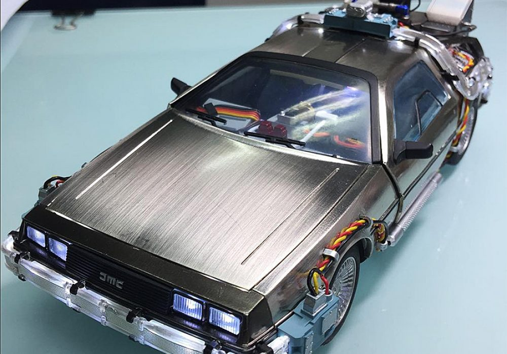 Kids Logic 120 Magnetic Floating DeLorean Time Machine Action Figure