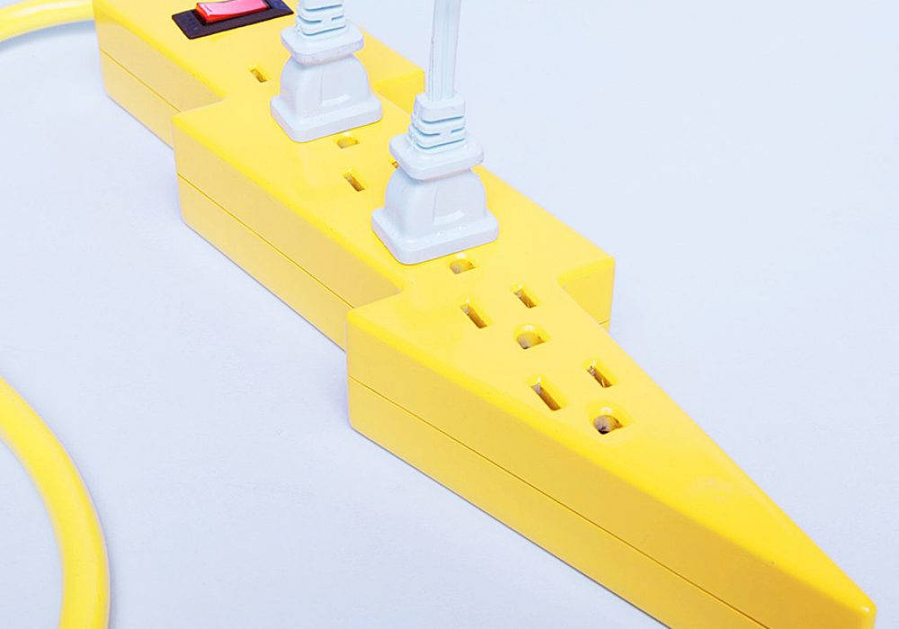 kikkerland-bolt-power-strip-extension-cords
