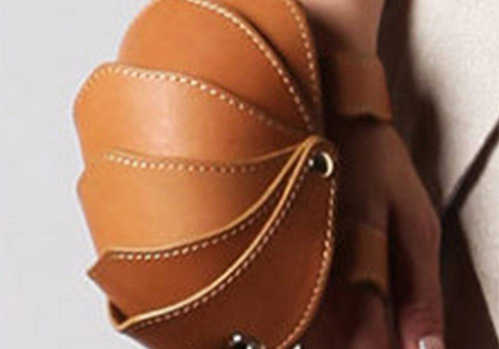 kili-design-beetle-bag-wrist-wallet-magnetic-snap-safety