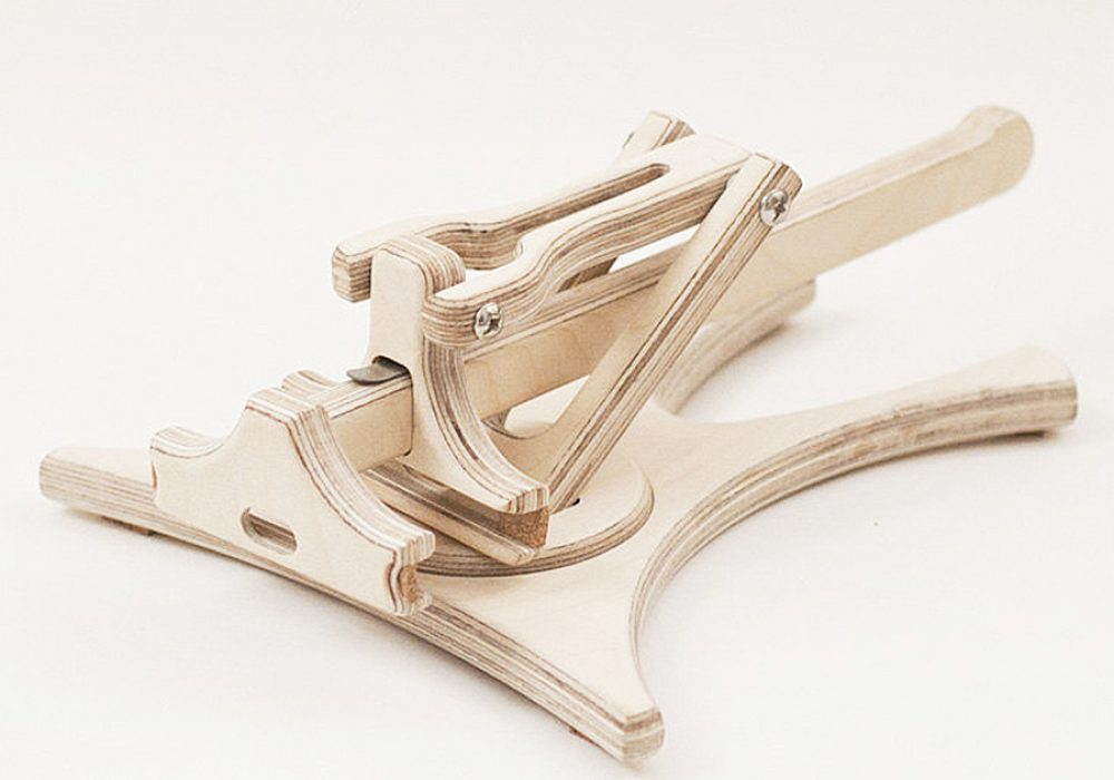 tree-sky-smart-holder-docking-wood-work