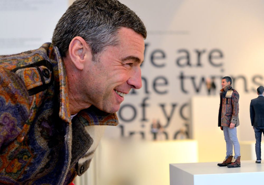 Twinkind 3d-printed Life-like Photo Figurines Man Staring at Himself